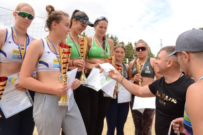 Сумчане с медалями тура чемпионата Украины по пляжному волейболу