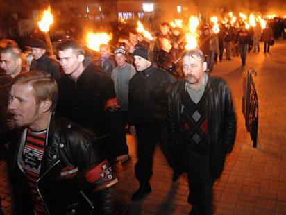 Около трехсот человек собрало факельное шествие по центру города