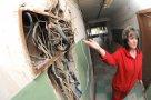 Надежда Царенко, жилица дома на ул. Металлургов, 17 : «Мы уже пять или шесть раз по нескольку дней сидели без света, потому что в доме горела проводка».