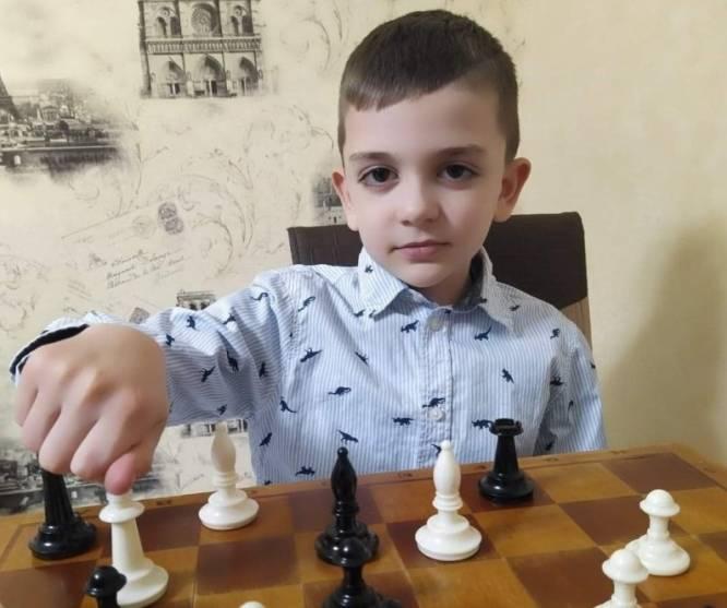 Глуховский школьник выиграл шахматный турнир онлайн
